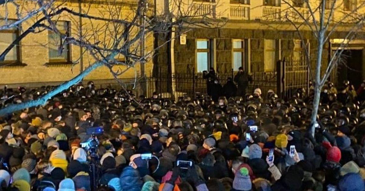 Стычки возле Офиса президента: 17 участников доставили в управление полиции