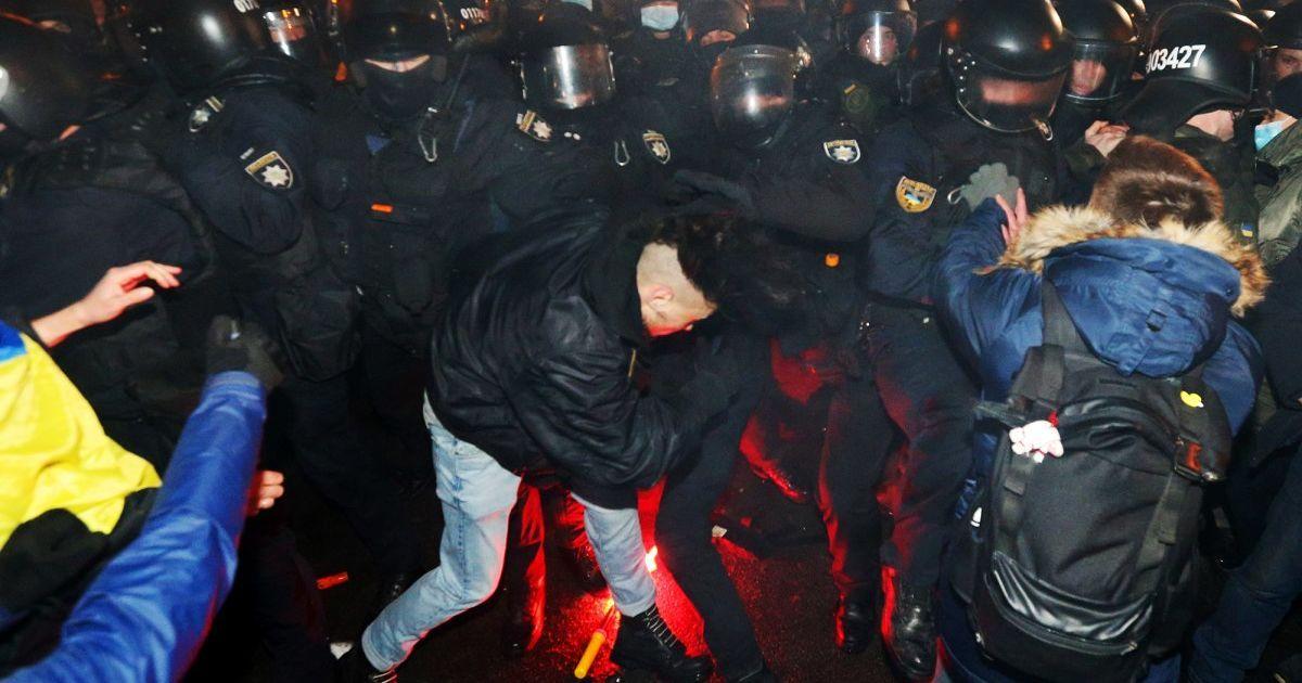Акция в поддержку Стерненко: в полиции рассказали о пострадавших правоохранителях