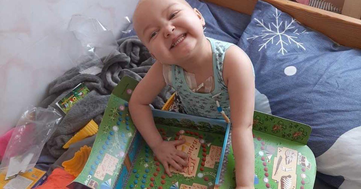 Трирічна Алінка вже вдруге бореться із раком крові