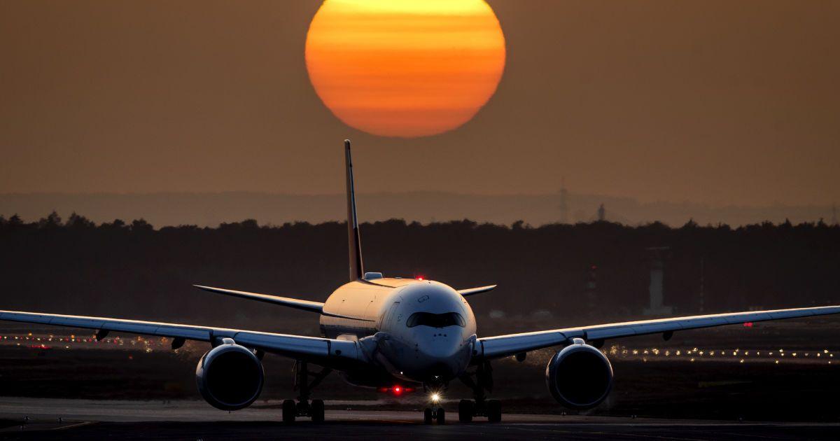 У Новосибірську японський літак здійснив екстрену посадку: у пілота підозра на інсульт