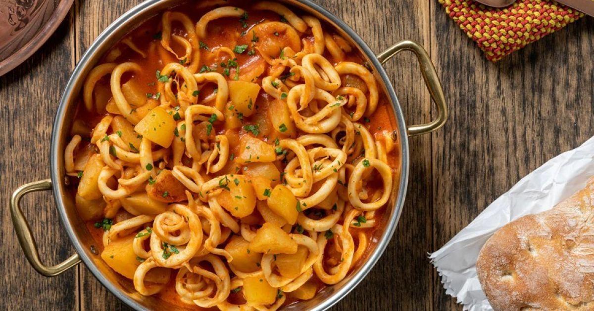 Ужин по итальянски: тушеный картофель с кальмарами
