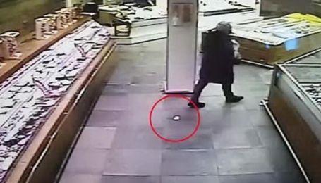 У Неаполі чоловік загубив у супермаркеті діаманти на 50 тисяч євро