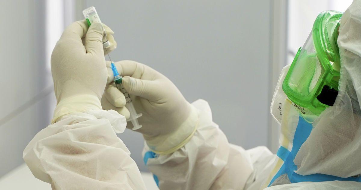 В Украине стартовала вакцинация от коронавируса: где начато прививание и когда присоединится Киев