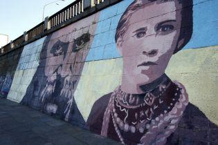 Пані посол Британії у 150-річчя від дня народження Лесі Українки розповіла, як поетеса мотивує її