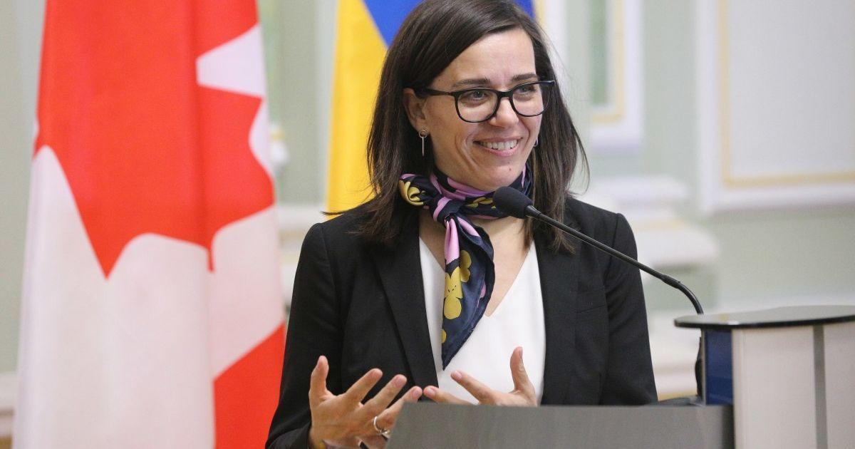 Канадский дипломат чувственно зачитала на трех языках известное стихотворение Леси Украинки (видео)