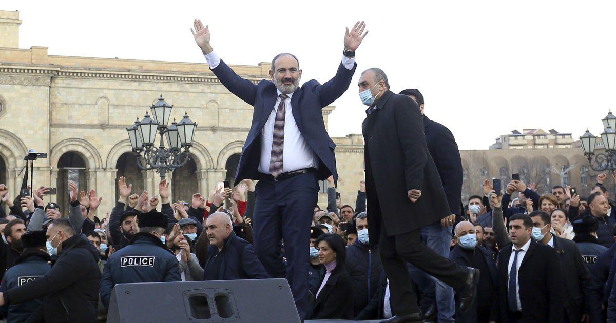 Вірменія стоїть перед загрозою громадянського протистояння, але капітулювати Пашинян не збирається - військовий експерт