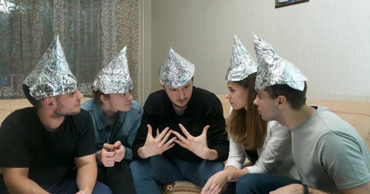 Дослідження: психологи пояснили, які люди схильні вірити у теоріїзмови