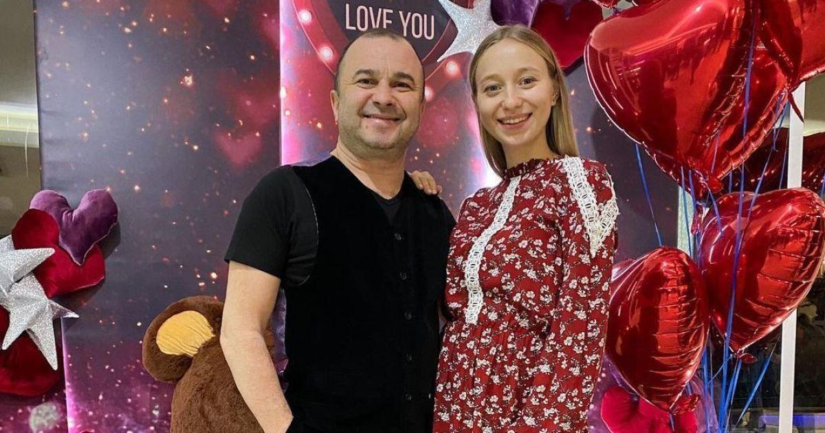 Віктор Павлік та його вагітна дружина гайнули у теплі краї