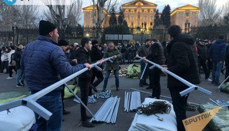 Що відбувається в охопленому протестами Єревані та як минула ніч