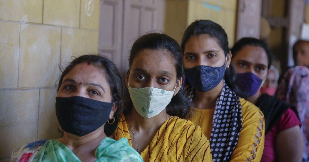 В Индии разгорелся скандал: на тысячах людей испытывали препарат под видом вакцинации от COVID-19