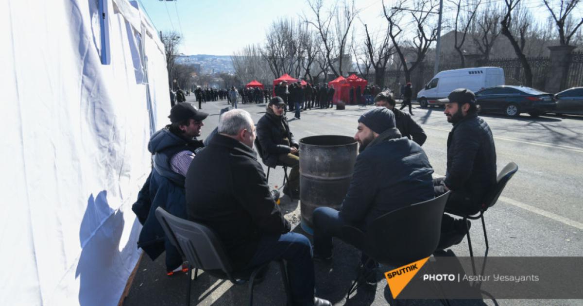 У Вірменії протестувальники провели ніч на вулиці: заплановано мітинг