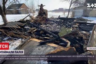 Новини України: у селі Рівненської області чоловік підпалив одразу декілька будівель