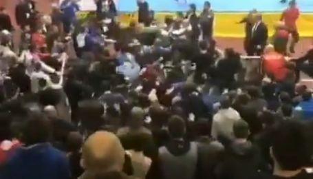 Сумасшествие в России: турнир по дзюдо среди юниоров завершился массовым жесточайшим побоищем (видео)