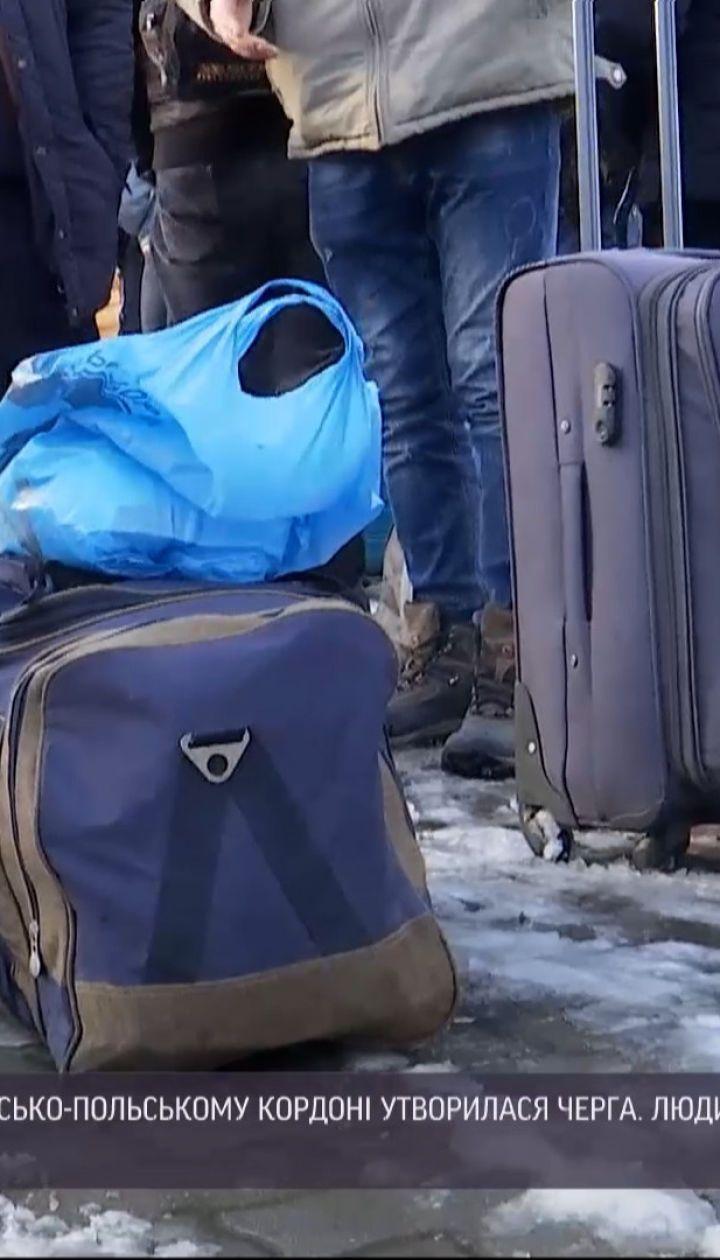 Новини України: сотні українських заробітчан утворили черги на кордоні з Польщею