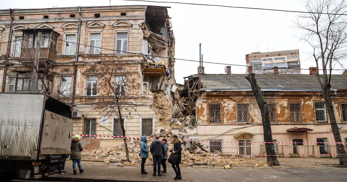В Одессе обвалился дом: появились фото и видео