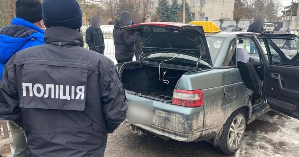 Зарезал ножом и спрятал труп в заснеженном лесу: в Черниговской области таксист жестоко расправился с пассажиром