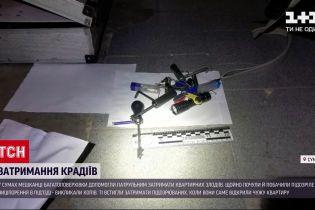 Новини України: у Сумах мешканці багатоповерхівки допомогли затримати неповнолітніх крадіїв