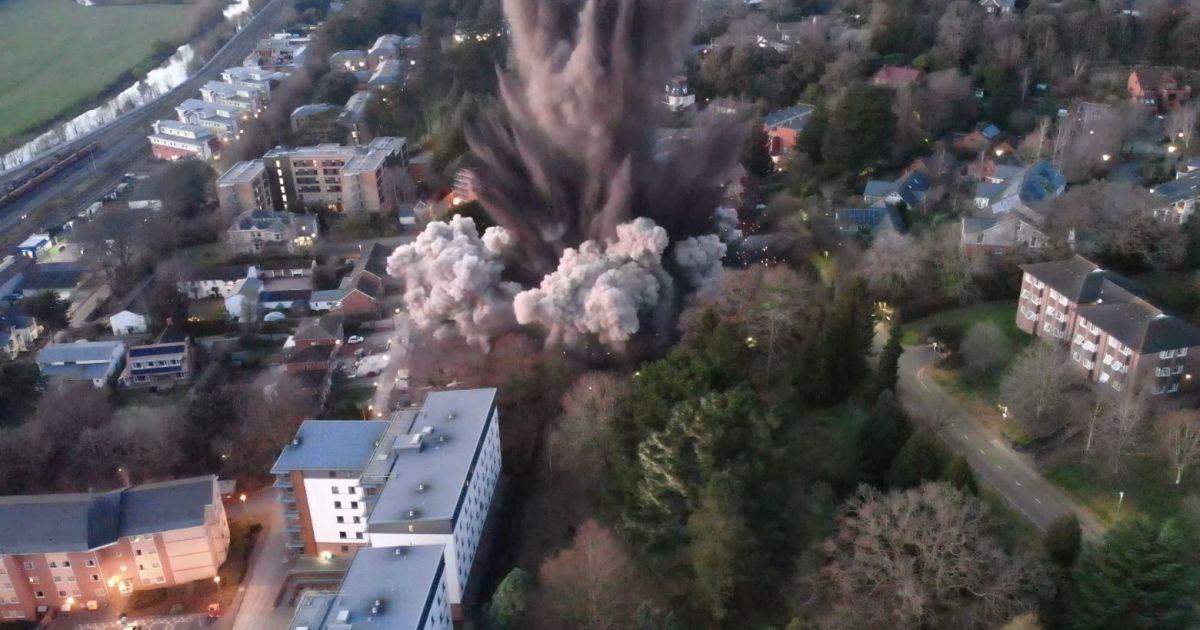 Контрольований підрив тисячокілограмової бомби у Великій Британії призвів до пошкоджень будинків