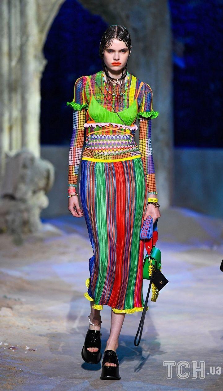 Коллекция Versace трет-а-порте сезона весна-лето 2021