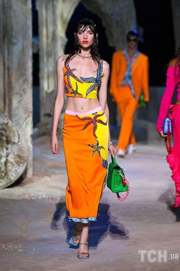 Коллекция Versace трет-а-порте сезона весна-лето 2021_37