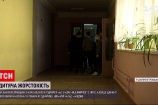 Новости Украины: школьницы устроили драку с унижениями якобы из-за парня