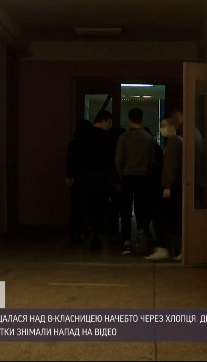 Новини України: школярки влаштували бійку з приниженнями нібито через хлопця