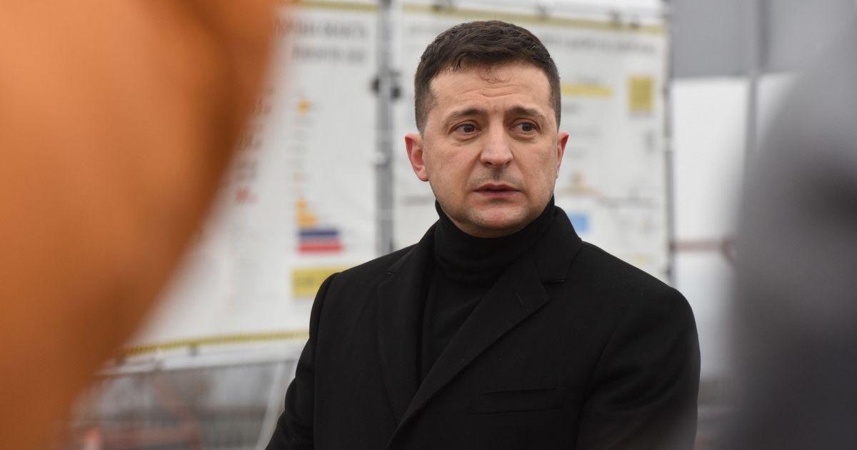 Зеленський отримає щеплення від коронавірусу: президента вакцинують під час поїздки до зони ООС