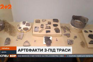 Древние ножи, казацкие кресты и ценные монеты – сокровища под дорогой в Днепре