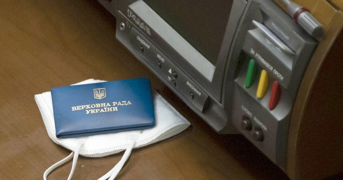Локдаун у Києві: 363 нардепи отримали спецперепустки для проїзду у громадському транспорті