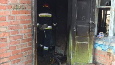 У Вінницькій області вітчим виніс з вогню двох дівчаток: одна дитина загинула