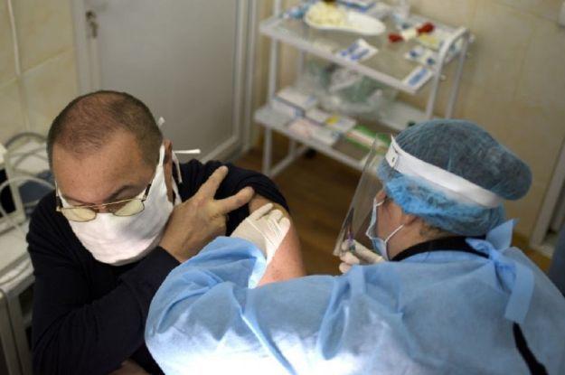 Чи були побічні ефекти після вакцини від COVID-19: лікар зі Львова розповів про самопочуття