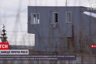 Новини світу: у Росії до примусових робіт засудили чоловіка, який виходив на протести