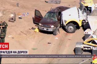 Новини світу: у США вантажівка врізалася в позашляховик, в якому було 25 мексиканців