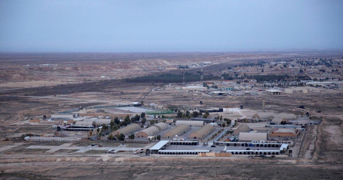 База в Ираке, где расположены американские военные, подверглась ракетному удару