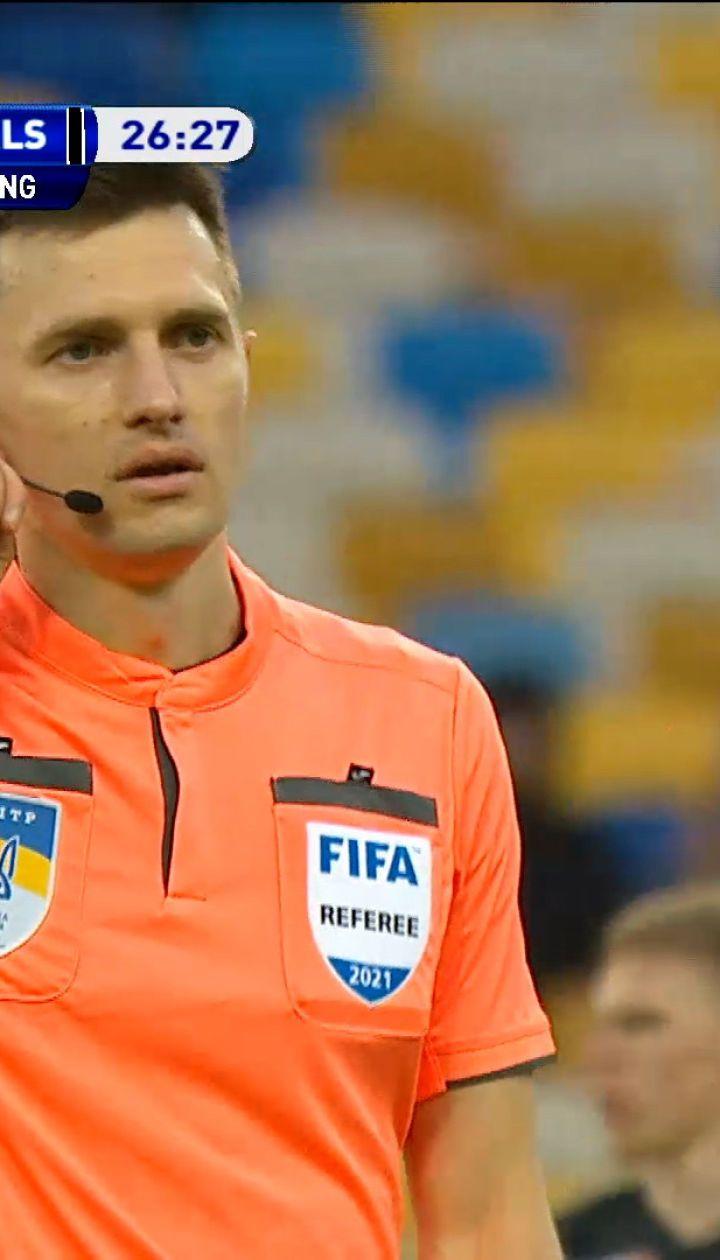 Арбитр не назначил пенальти после попадания мяча в руку Беседина
