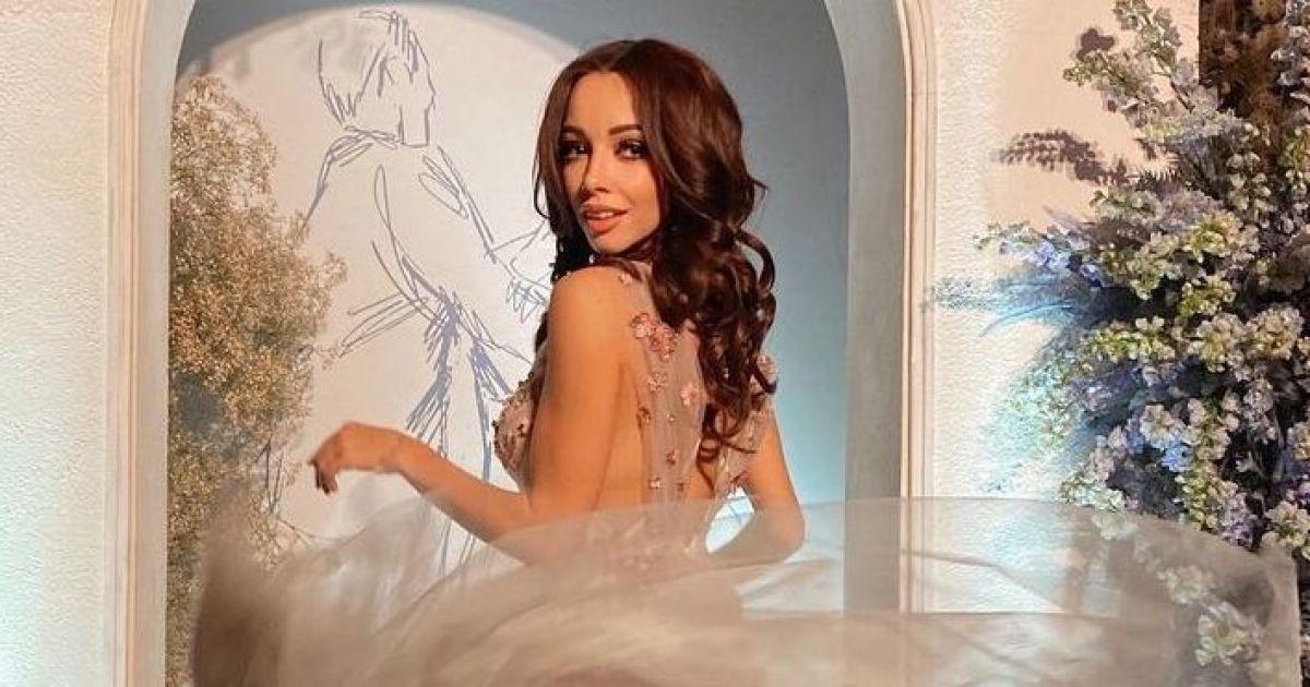Как принцесса: Екатерина Кухар в пышном платье посетила благотворительный вечер