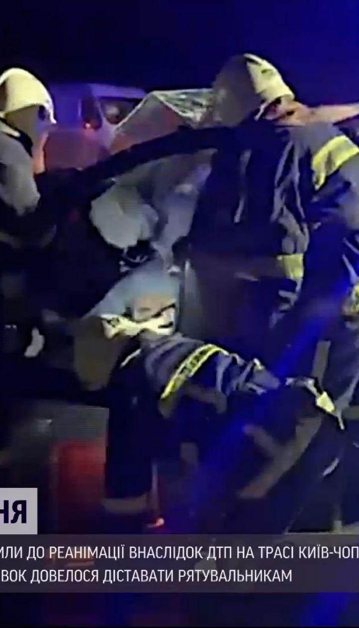 Новини України: у Рівненській області зіткнулися два авто