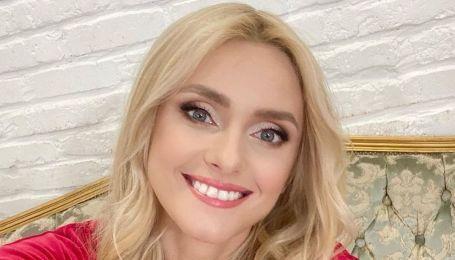 С новой прической и в платье с разрезами: Ирина Федишин похвасталась красивым образом