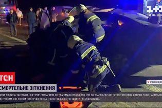 """Новини України: під час аварії на трасі """"Київ-Чоп"""" загинула людина"""