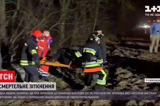 Новини України: у Рівненській області зіткнулися дві машини, є постраждалі