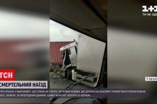 """Новини України: на трасі """"Київ-Одеса"""" фура протаранила вантажівку"""