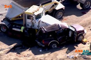 У США на перехресті багатотонна вантажівка протаранила позашляховик
