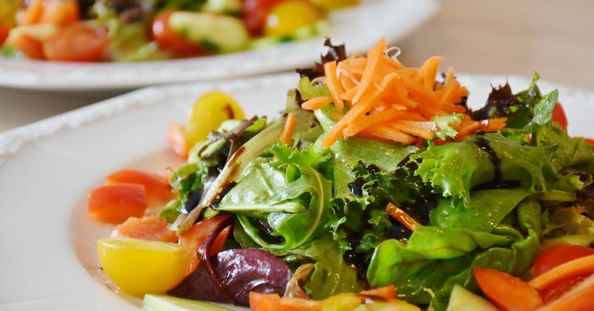 Что приготовить на 8 марта: топ-5 праздничных салатов