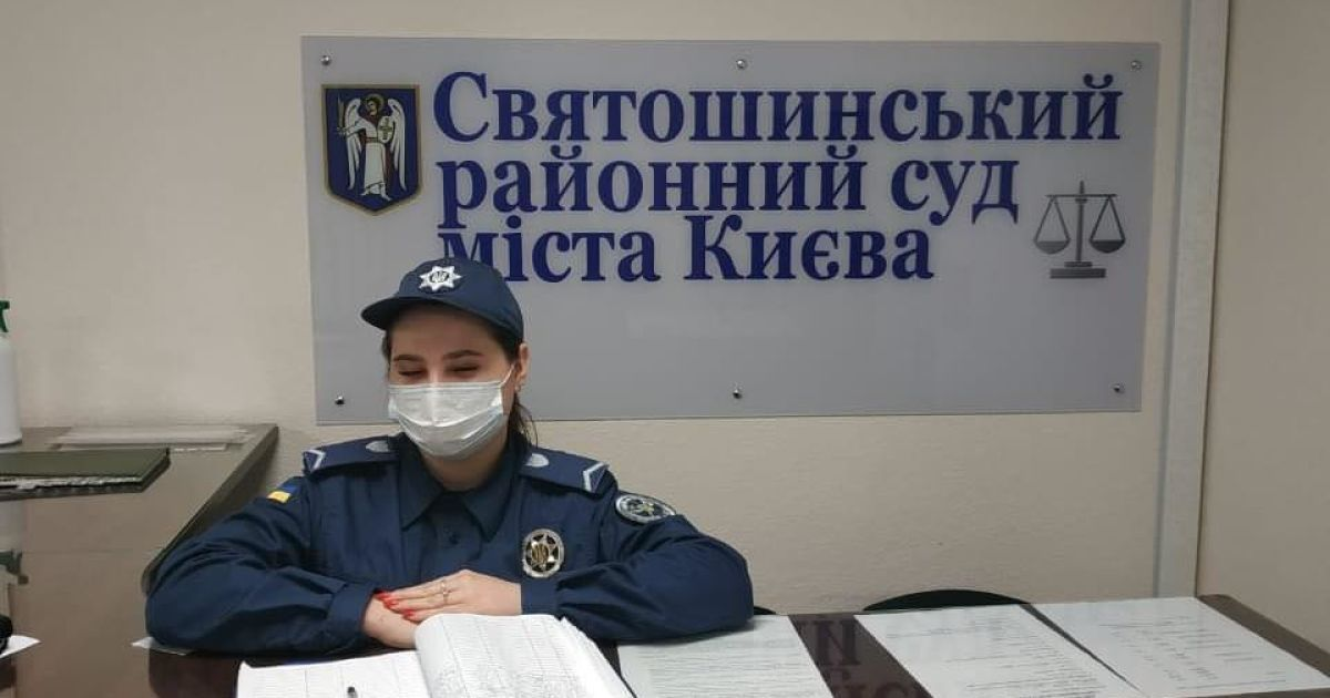 В Киеве мужчина пришел в суд с арсеналом запрещенных препаратов: фото