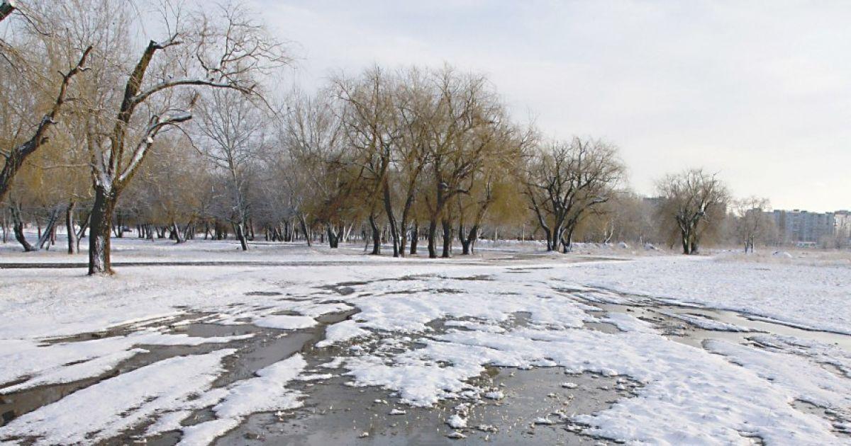 До України повернуться морози та сніг: прогноз погоди на перші весняні вихідні та 8 Березня