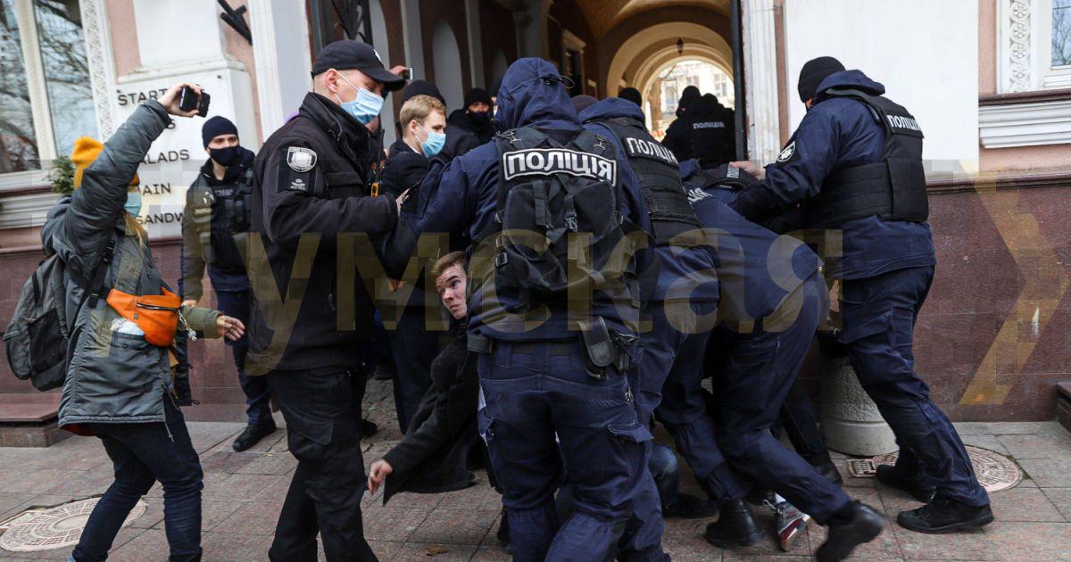 В Одесі активісти намагалися завадити маршу жінок і побилися з поліцейськими: фото, відео