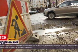 Новини України: чому після ремонту тепломереж на дорогах залишаються ями
