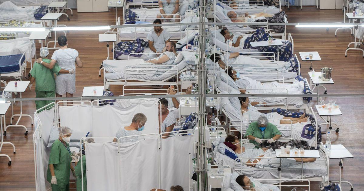 """Президент Бразилии призвал граждан """"не ныть"""" из-за коронавируса"""