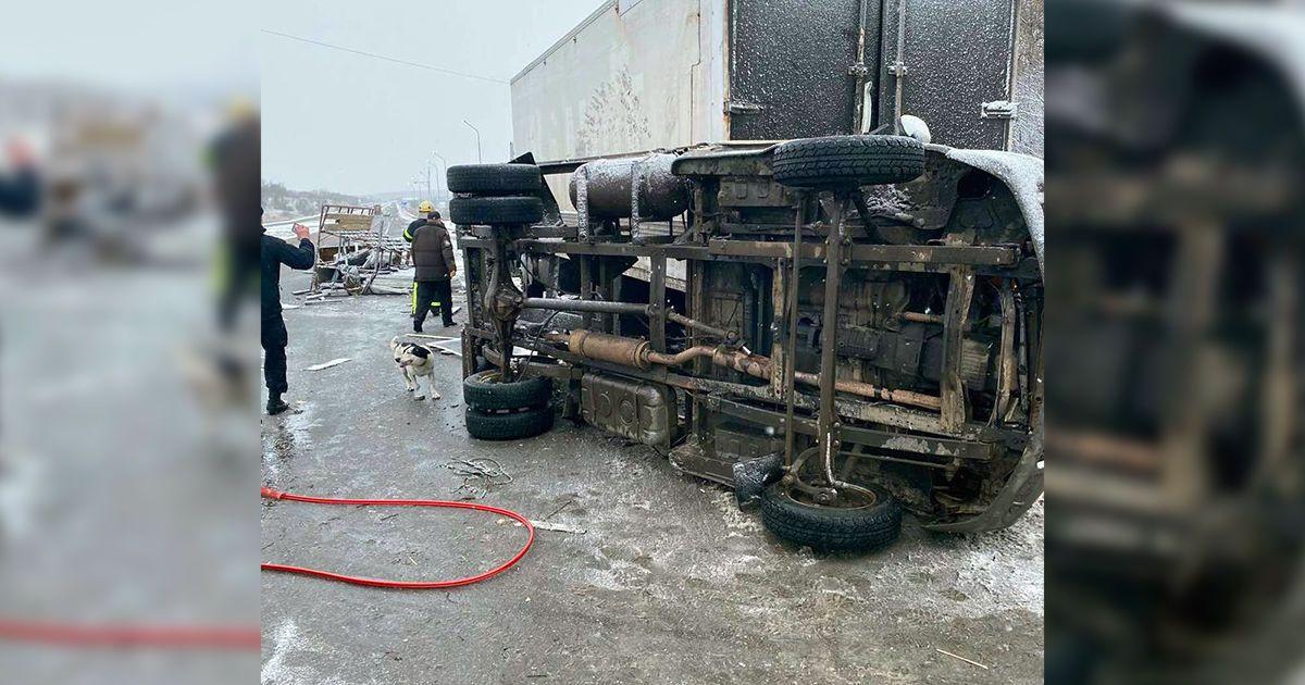 """На трассе """"Харьков-Симферополь"""" столкнулись два грузовика: один человек погиб, еще двое пострадали"""