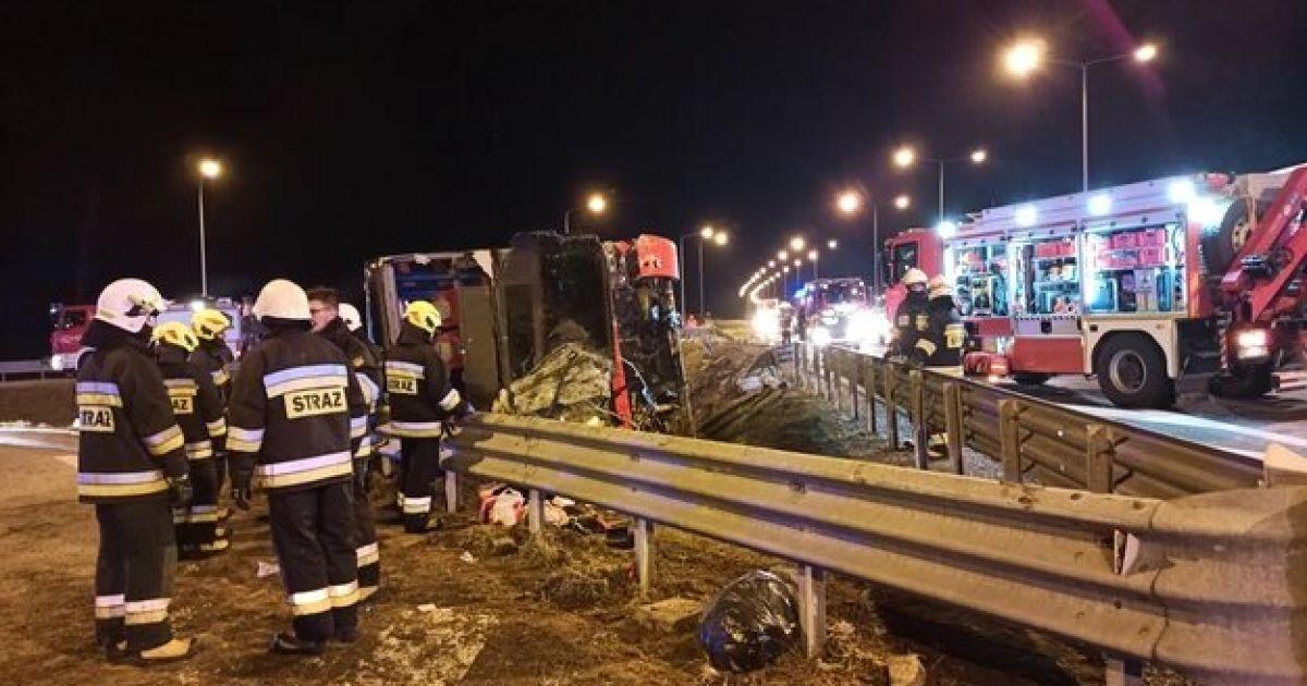 Автобус слетел с эстакады, травмированных эвакуировали вертолетами: подробности смертельного ДТП с украинцами в Польше